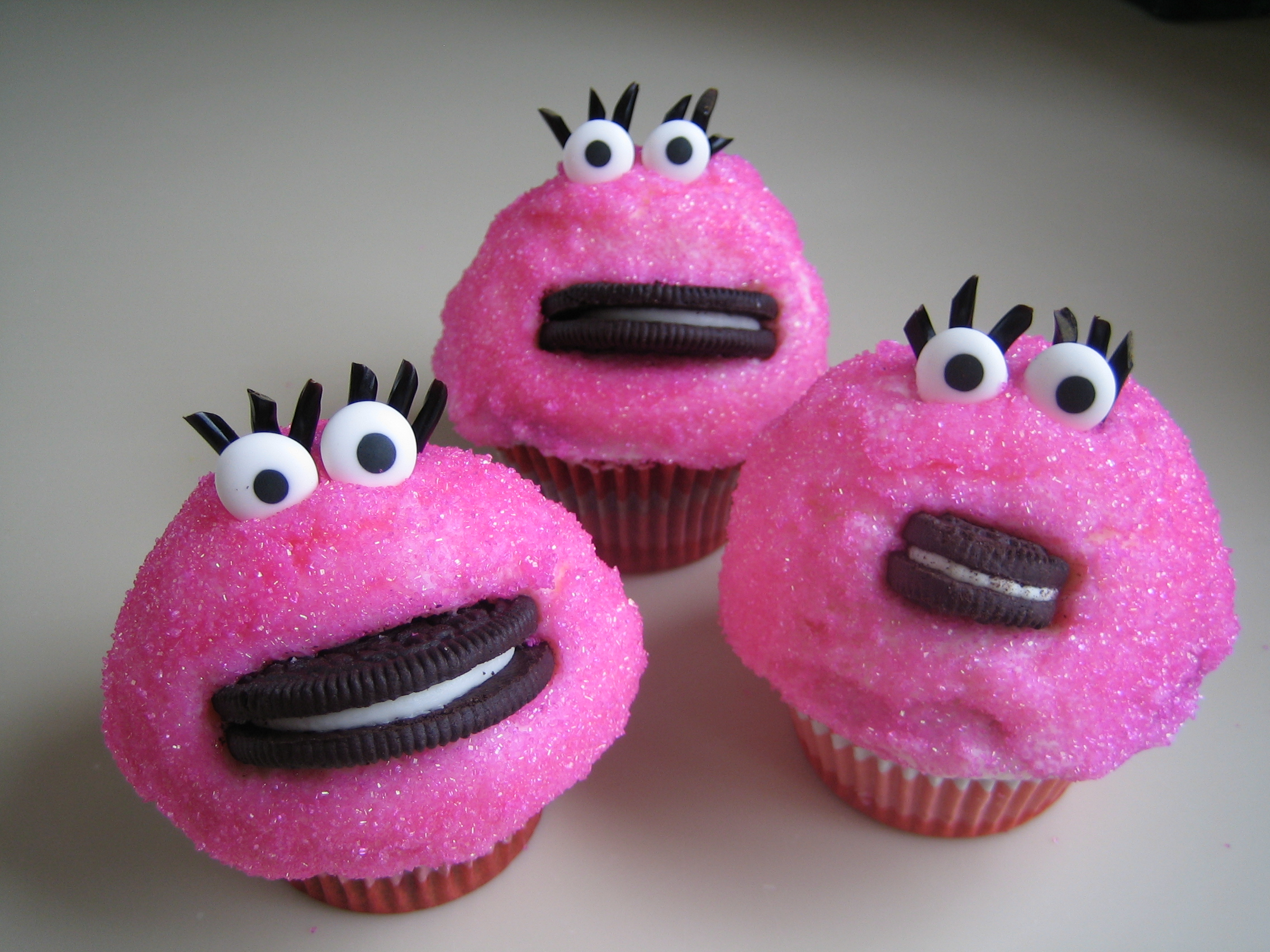 Short And Sweet. Mrs. Cookie Monster Cupcakes.