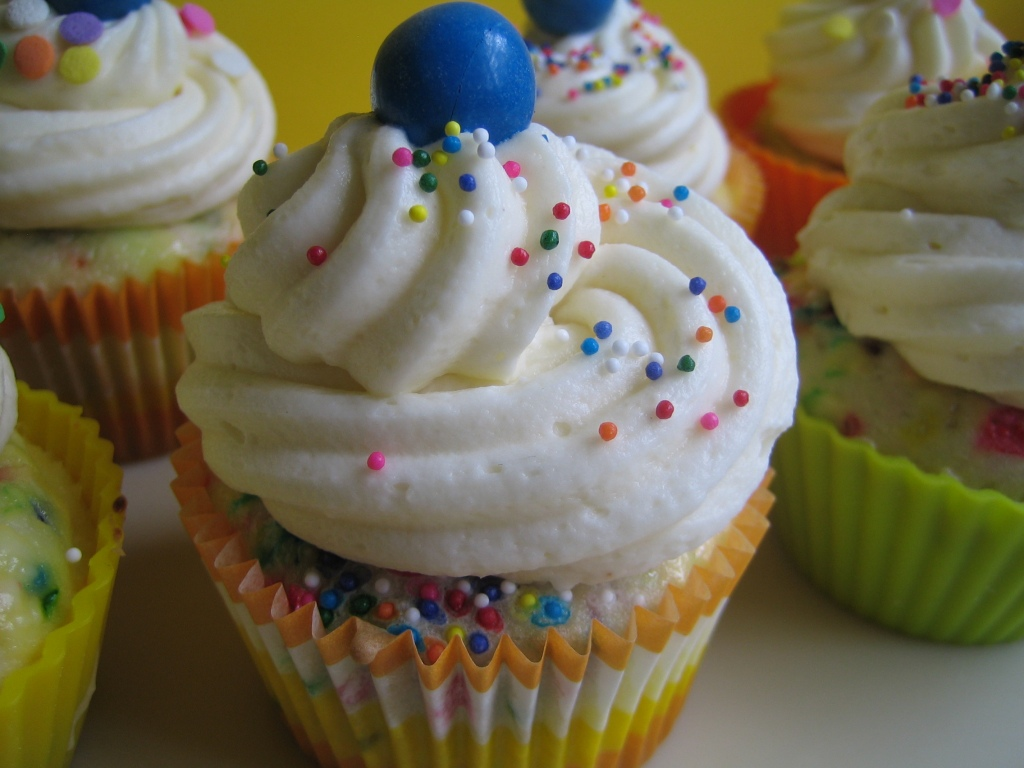 Cake Recipe With Icing In The Batter: Confetti Cheesecake Cupcakes With Cake Batter Cream Cheese