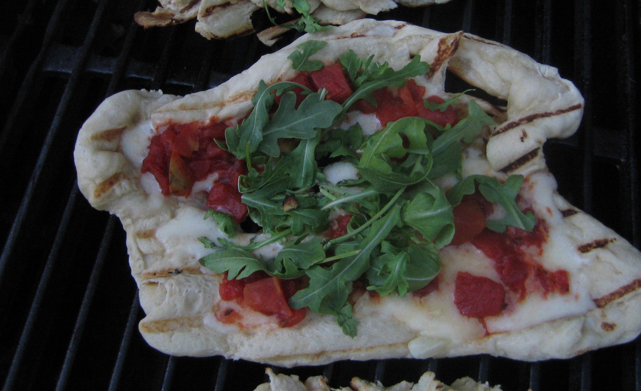 Grilled Pizza With Fontina, Garlic, Tomato And Arugula | I ...