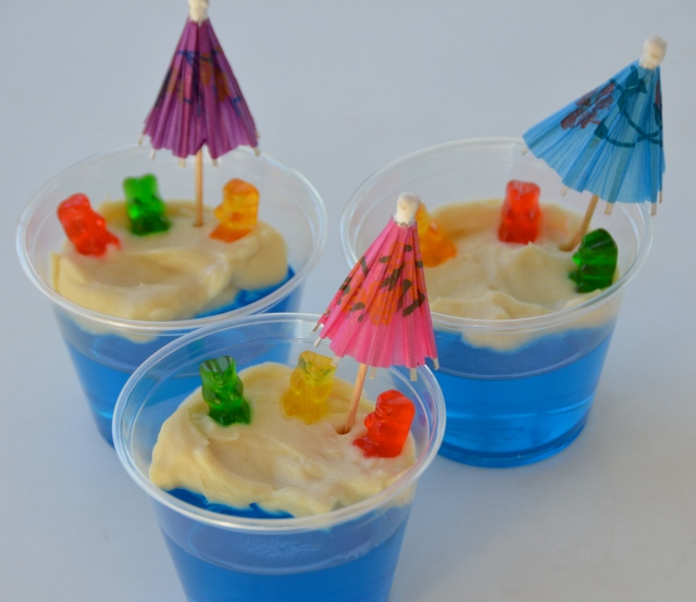 Short and sweet jello custard bears at the beach i for Swimmingpool gummi
