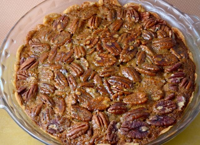 Cinnamon Bun Pecan Pie