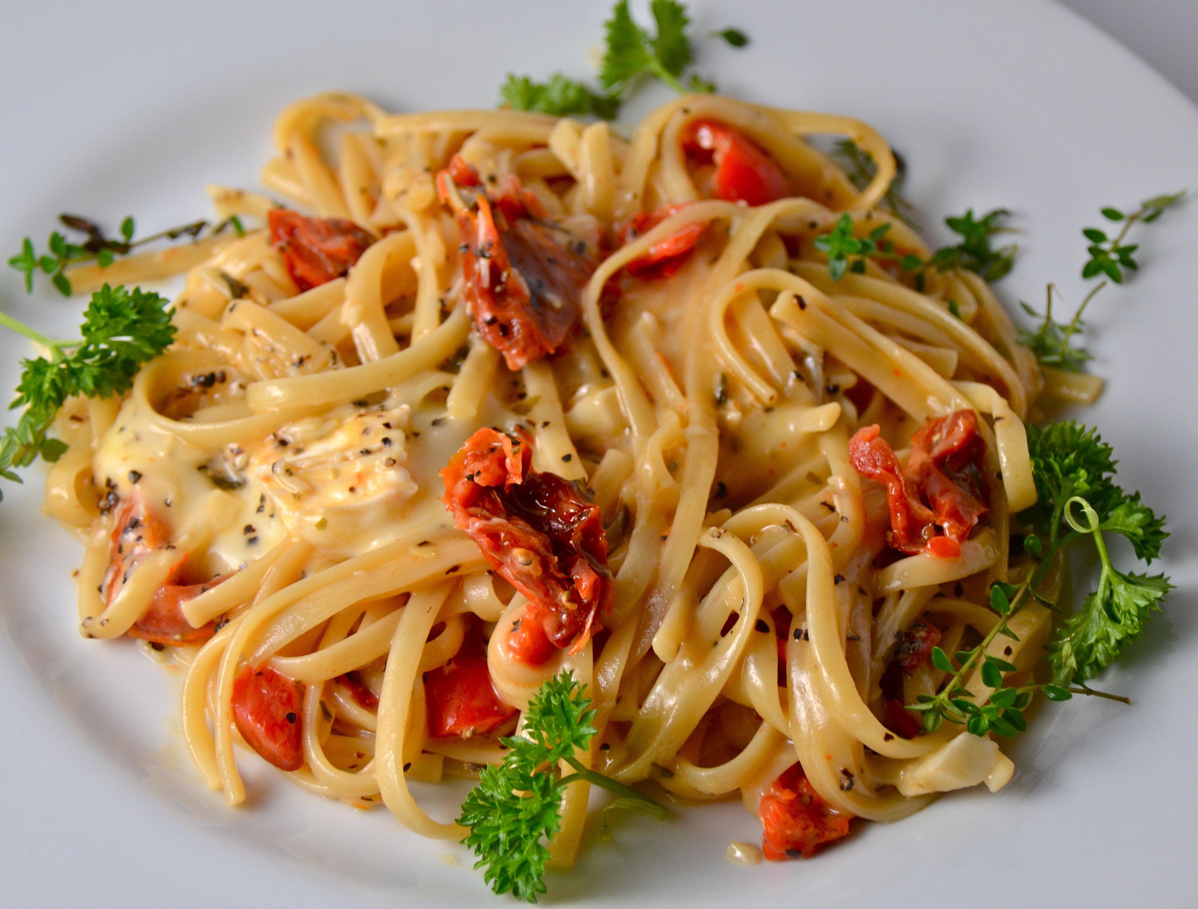 One Pot Linguine With Roasted Peppers, Sun-Dried Tomatoes, & Brie. New ...