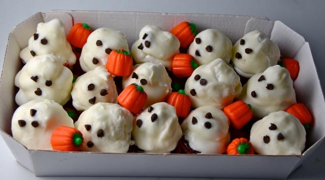 White Chocolate Hi-Hat Ghost Cupcakes