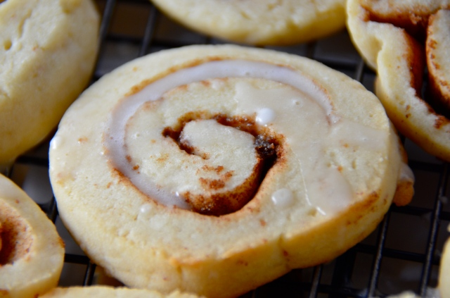 Bite-Size Cinnamon Roll Cookie