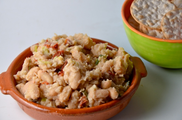 White Bean Dip With Sun-Dried Tomatoes