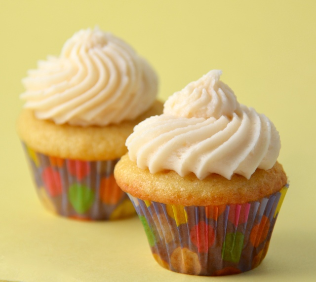 Perfect Vanilla Cupcakes With The Best Vanilla Buttercream Icing