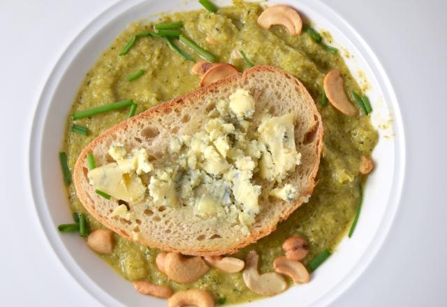 Broccoli Soup With Stilton Toasts