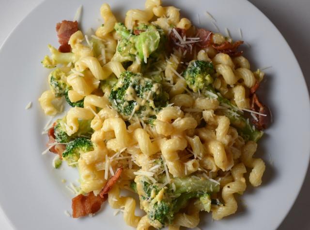 Broccoli And Bacon Mac N' Cheese
