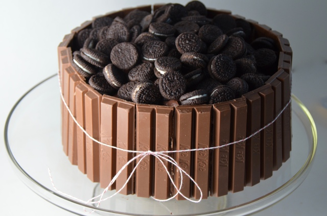 Chocolate Kit Kat Oreo Cake