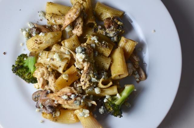 Chicken And Rigatoni With Pesto Gorgonzola